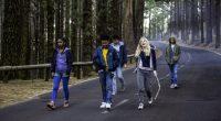 1 0815 Film vong Innovation her Eine Gruppe Jugendlicher hat allen Grund zur Freude: Die Freunde wachen ganz plötzlich auf einer einsamen Insel auf und wissen nicht, was passiert ist. […]