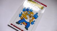 Die Simpsoooooons, dödödöööö dödödö! Der Panini Verlag hat eine neue Comic-Kollektion gestartet. Die Simpsons Comics kommen dabei auf 140 Seiten im Hardcover daher. Inhaltlich werden alte und teils vergriffene Hefte […]